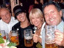 v.l.n.r. Lutz Heese, Präsident der ByAK, seine Tochter, Frau Bich, Detlef Steigert, Business Development Manager von Object Carpet