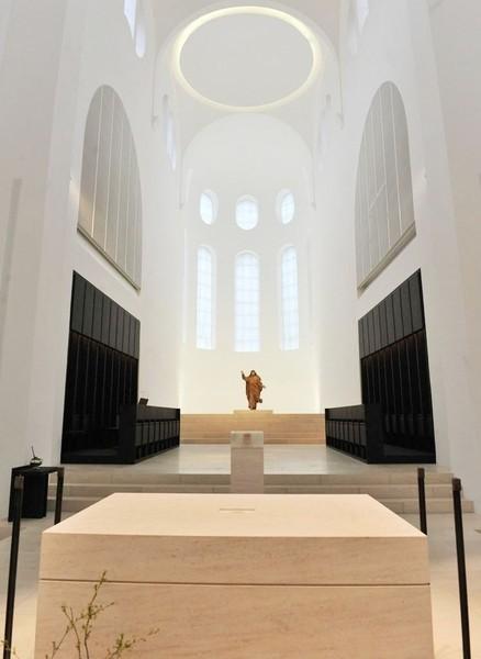 Pfarrkirche st moritz im neuen licht muenchenarchitektur for Interior design augsburg