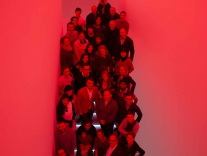 Gruppenbild in Zumtobelrot