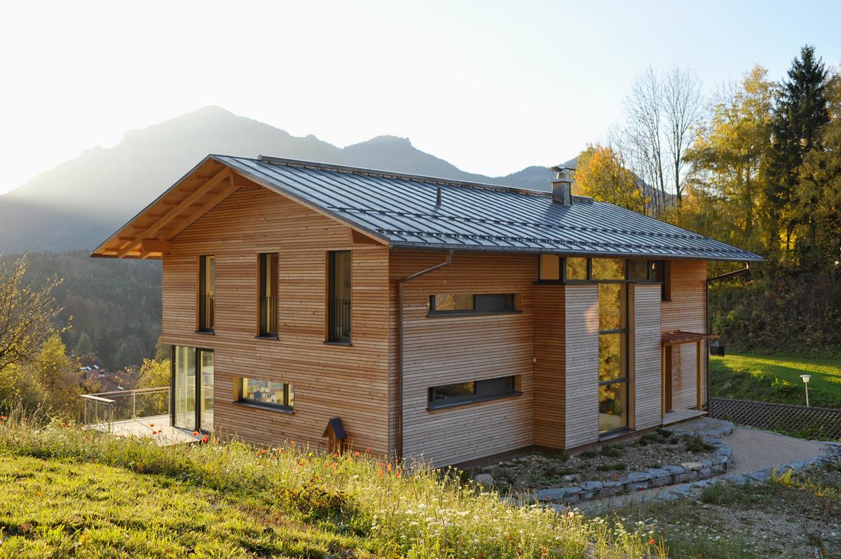 Architektur pur und den bergen ganz nah for Architekt holzhaus