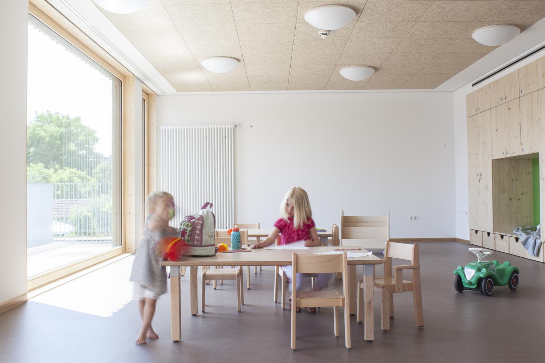 ein richtiges haus f r kinder muenchenarchitektur. Black Bedroom Furniture Sets. Home Design Ideas