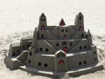 BILD:   MITMACHEN - Sandburgen bauen