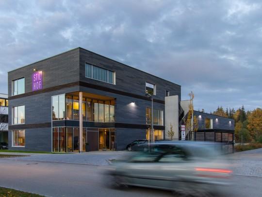 BILD:       Neubau eines Ausstellungsgebäudes mit Lagerhalle