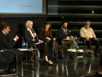 Karlheinz Beer, Ministerialrätin Gabriele Engel, Dr. Lore Mühlbauer, Rami Kasbari und Rawi Alazar (v.l.n.r.); © Volker Derlath