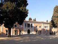 BILD:   Nachdenken in Rom