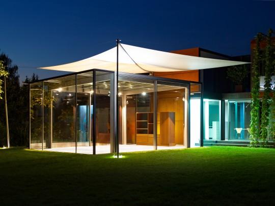 BILD:       Gläserner Pavillon in Oberbayern
