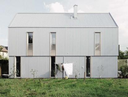 """1. Preis: Außenansicht """"Neue deutsche Welle"""" in Olching © Guntram Jankowski, werk A Architektur, Berlin"""