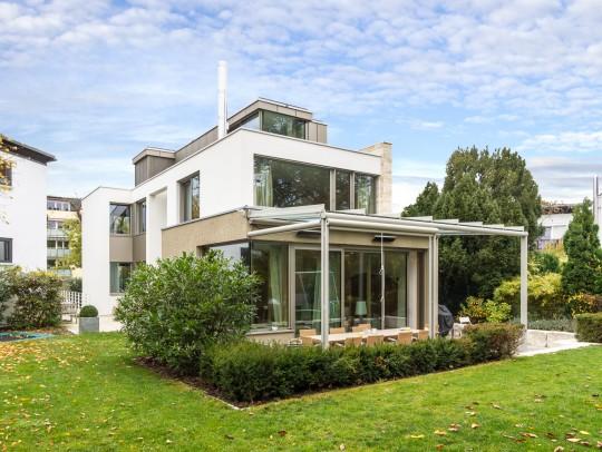 BILD:       Neubau eines Einfamilienhauses mit Carport