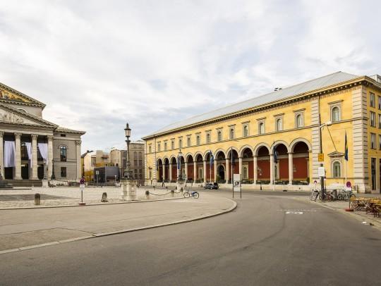 BILD:       Palais an der Oper