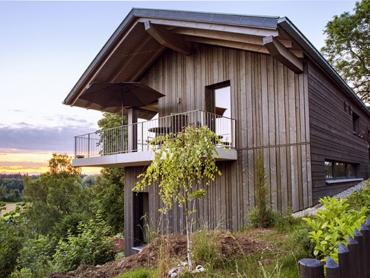 BILD:       Holzhaus mit Atelier
