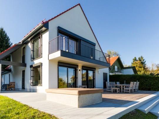 BILD:       Umbau eines Ferienhauses am See