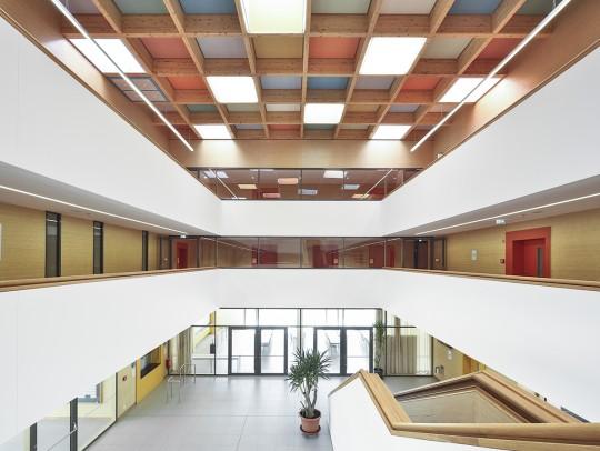 BILD:       Dreizügiges Gymnasium Lappersdorf