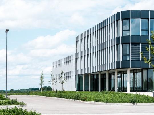 BILD:       Neubau Firmenzentrale Franz Mensch