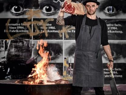 Chefkoch Chris Züger am Feuerring. © Sylvan Müller