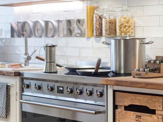 BILD:       Industrial Kitchen