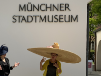 BILD:   Corona-Hut im Münchner Stadtmuseum