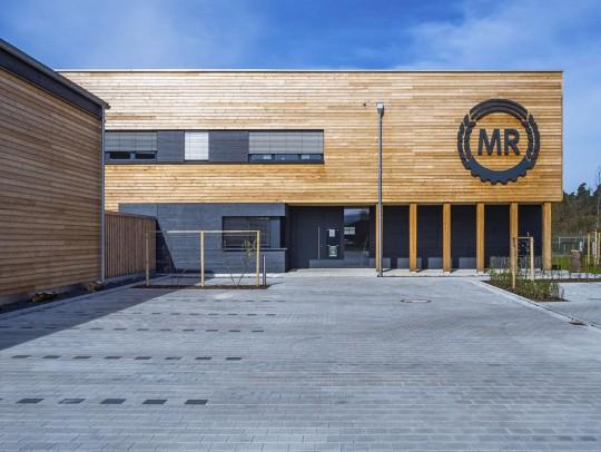 BILD:       Gewerbebau in Holzkonstruktion