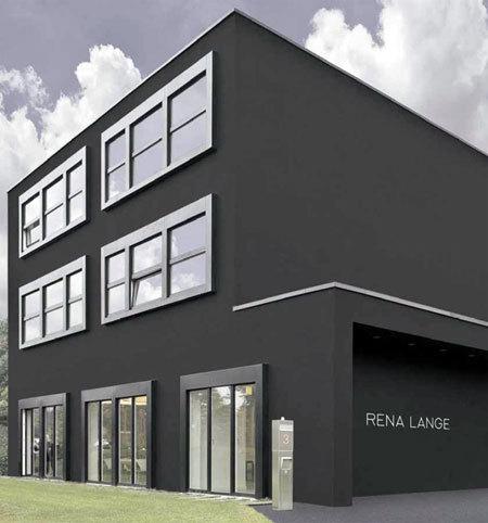 Schwarze Fassade rena lange headquarters muenchenarchitektur